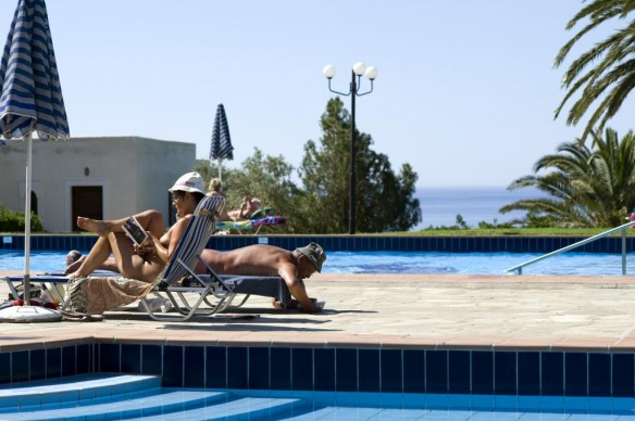 Naturist Beach, Naturist Swimming Pool, Naturist Hotel or All Three?